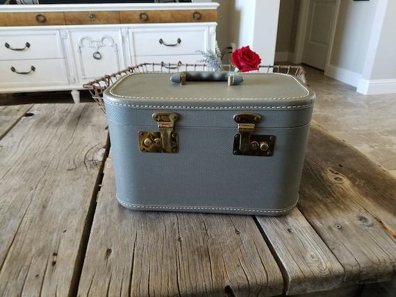 Train Case/ Vintage Luggage Train Case/ Makeup Ca… - image 1