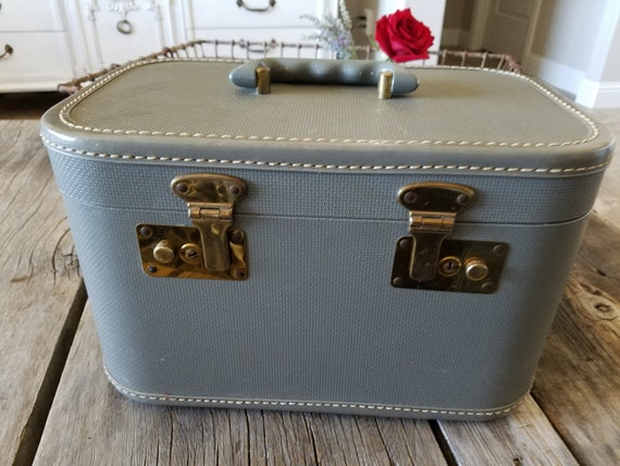 Train Case/ Vintage Luggage Train Case/ Makeup Ca… - image 2
