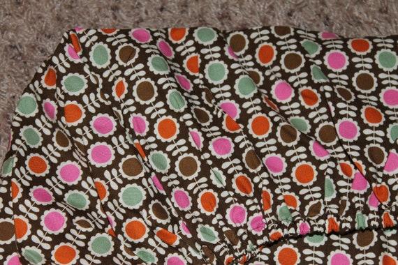 fleur brune lit de bébé ou enfant en bas âge lit équipé feuille orange, roses, verts et marrons fleurs