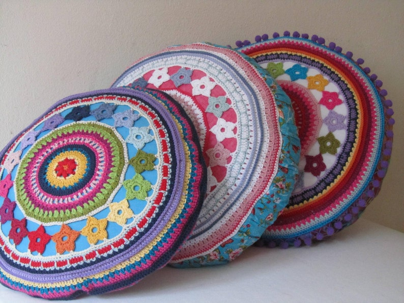 Round Crochet Pillow Cover with Flowers PDF-Pattern image 0