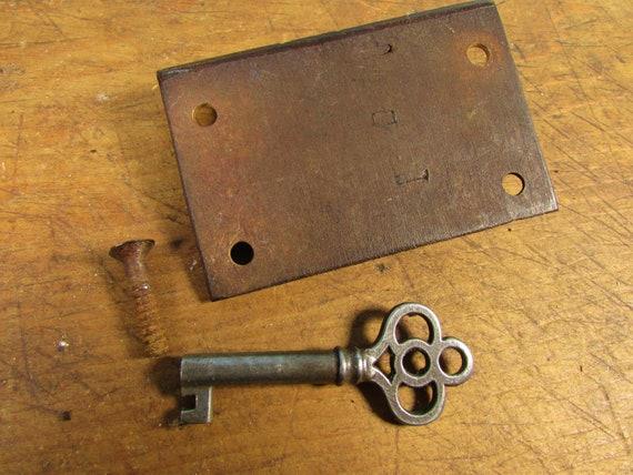 Antique des années 1820 serrure et clé à lintérieur de la monture à