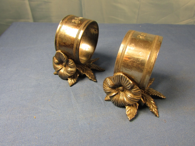 PAIR Victorian Napkin Rings Simple Figural Flower and Leaf image 0