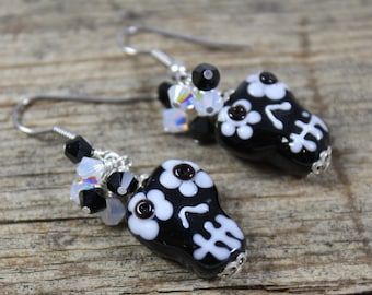 Black White Sugar Skull Earrings with Crystal Clusters / Skull Earrings / Sugar Skull Earrings / Gifts for Her / Gifts for Women / Halloween