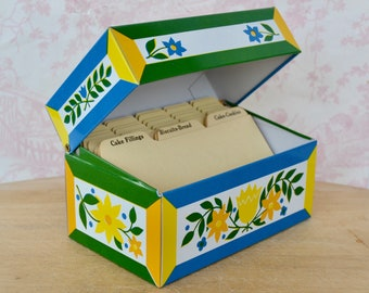 Vintage Tin Recipe Box with a Floral Design by Syndicate with Dividing Cards