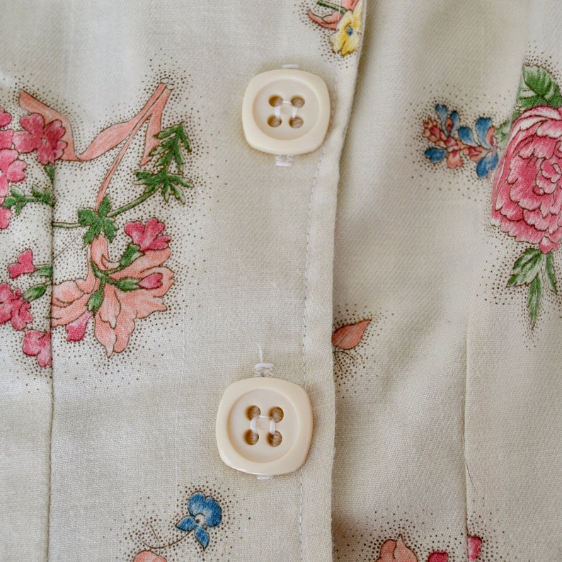 Vintage Cream Short Sleeve Jacket with Flower Print by Whistle Stop Size XS