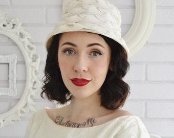 Vintage Cream Hat of Woven Raffia and White Nylon and Velvet Flowers
