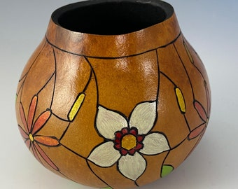 Small gourd vessel burned and dyed, flower pattern in white and red