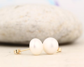 14K Yellow Gold freshwater Cultured Pearl Earrings----PAIR (Perfectly matched pair of white Freshwater  pearl studs)