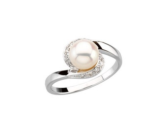 7mm Round Freshwater Cultured Pearl and  Diamond Ring ---- 14k White Gold
