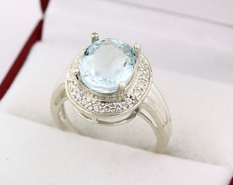 Natural Light blue aquamarine  Solid 14K White Gold diamond Ring