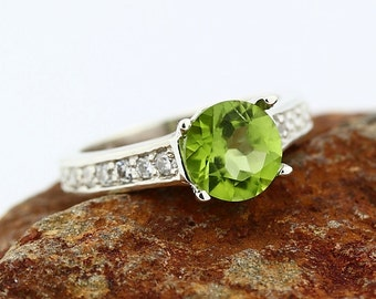 Natural VVS Green Peridot Solid 14K White Gold Diamond Ring