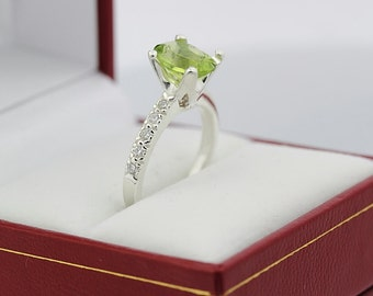 Natural VS Green Peridot Solid 14K White Gold Diamond Ring