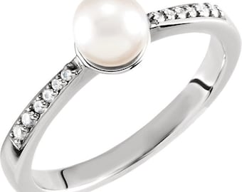 8mm Freshwater Cultured Pearl and  Diamond Ring ---- 14k White Gold ST7583