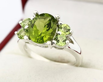 Natural 3.65 CTs Green Peridot Solid 14K White Gold Ring