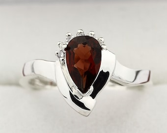 Natural red garnet Solid 14K White Gold Diamond Ring
