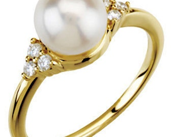 7.5mm Freshwater Cultured Pearl and Diamonds Ring ---- 14k Yellow Gold*****Special*****