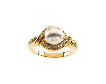 7.5mm Round Freshwater Cultured Pearl and  Diamond Ring ---- 14k Yellow Gold  ST7511
