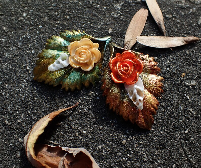 Antique Victorian Costume Accessory Rose /& Bronze Leaf OOAK Hair Clip Summer Green or Autumn Red Copper with Swirly Shell Vintage