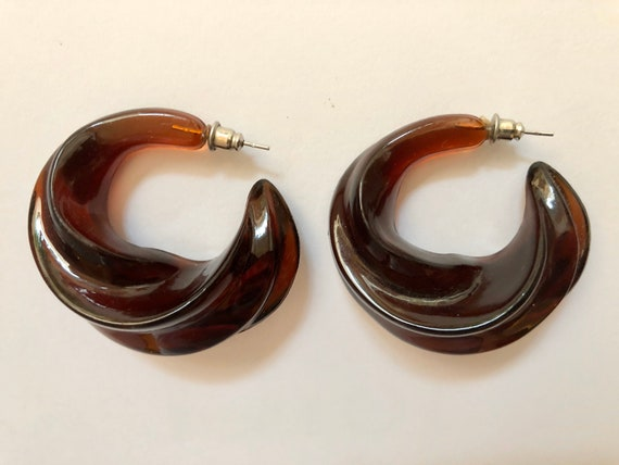 Lucite twisted spiral earrings