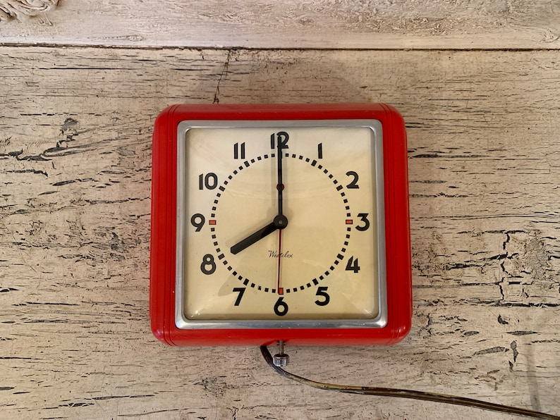 Vintage Red Wall Clock - Metal and Glass - Retro Kitchen Clock - Not  Working, for Prop