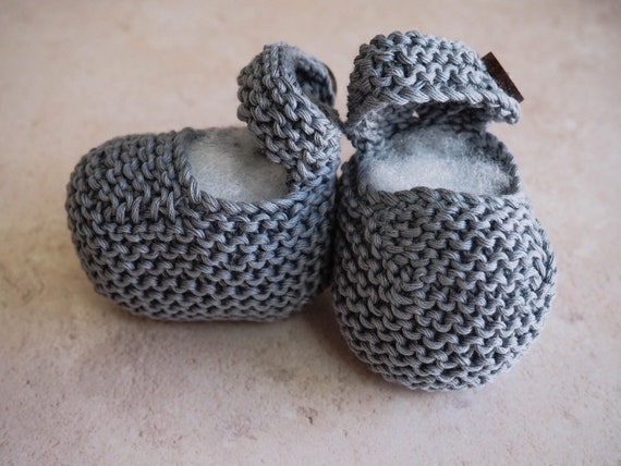 Grey baby shoes, summer knitted booties, hand knitted bootees, Newborn to 6 months, unisex baby booties, gift for pregnancy announcement,