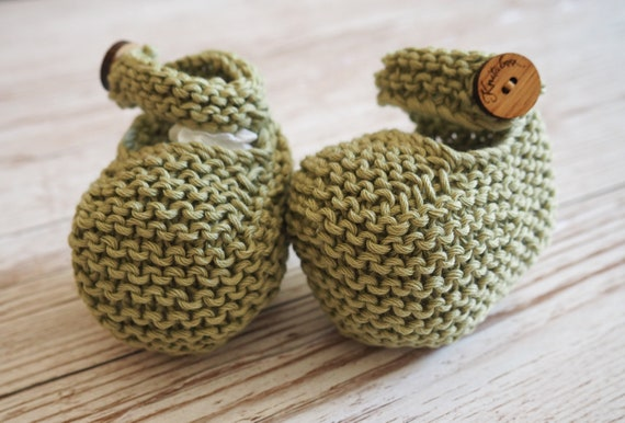 Hand Knitted button booties, Cotton baby shoes, Newborn gift, Green knitted baby booties, handmade baby shower gift
