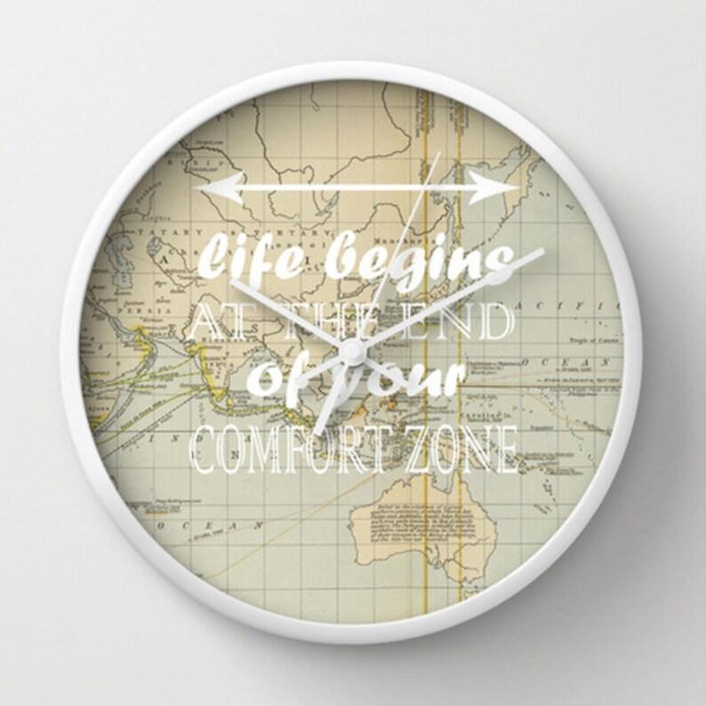 Horloge murale - du voyage vie commence à la fin de votre Comfort Zone Vintage plan du décor par Adidit horloge murale du monde - Design Original - Accueil
