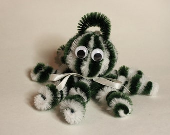 Chenille Octopus - Dark Green and White