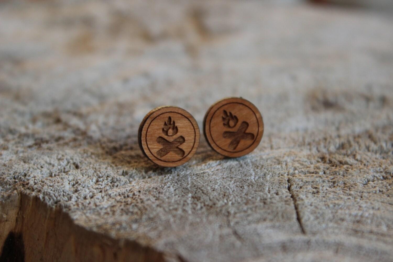 mignonnes puces en bois feu de camp cute studs earrings etsy. Black Bedroom Furniture Sets. Home Design Ideas