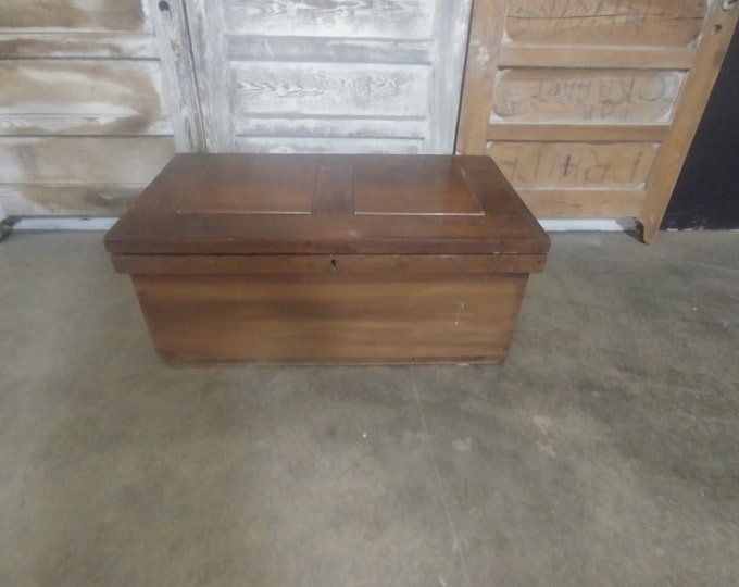 MID 1800'S TRUNK # 184307
