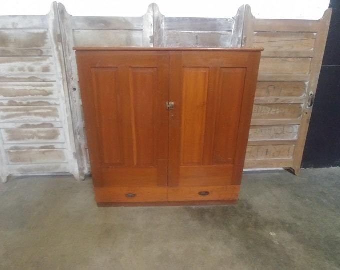1900'S CABINET # 183618