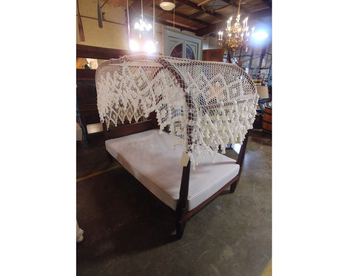 STUNNING CANOPY BED # 181948