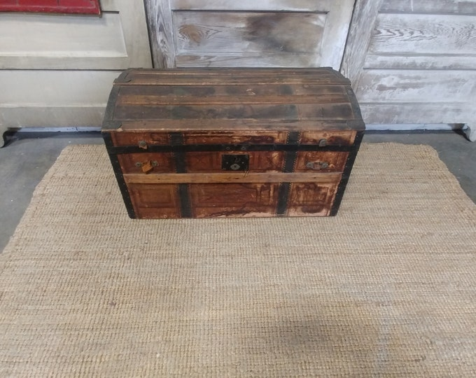 1800'S DOME TOP TRUNK # 182317