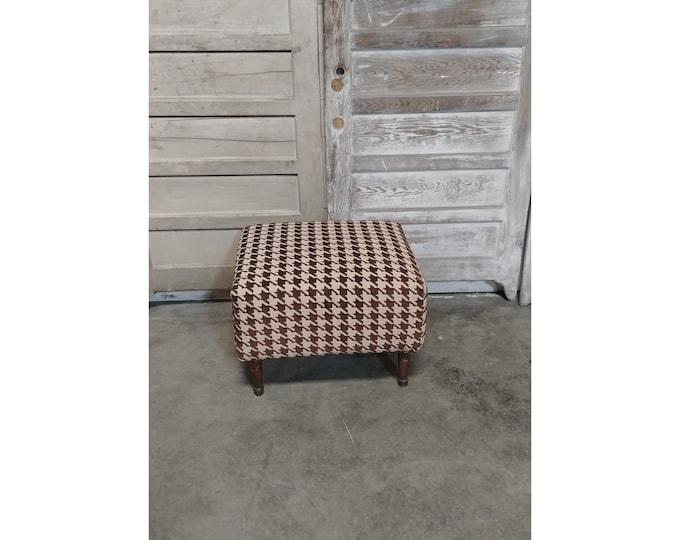 Nice Upholstered Ottoman - 186011