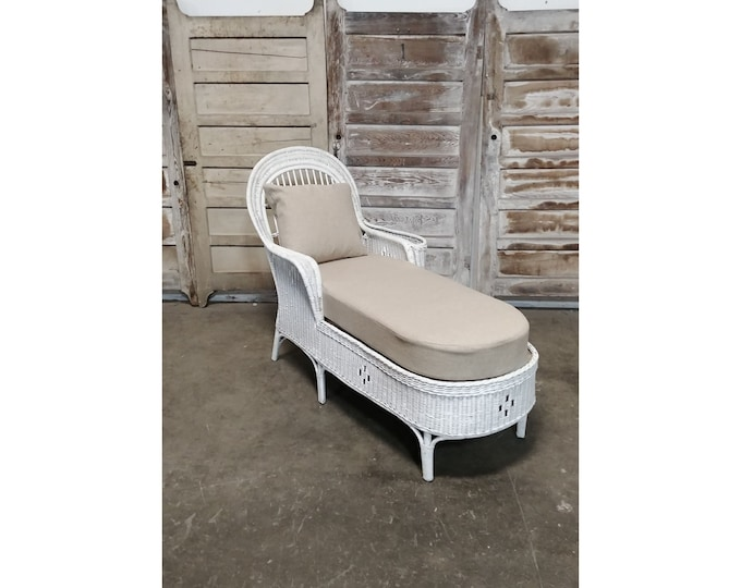 1930'S Wicker Chaise With New Linen Upholstery - 185377
