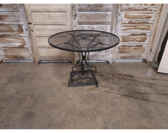 Vintage Round Iron And Mesh Table # 186701