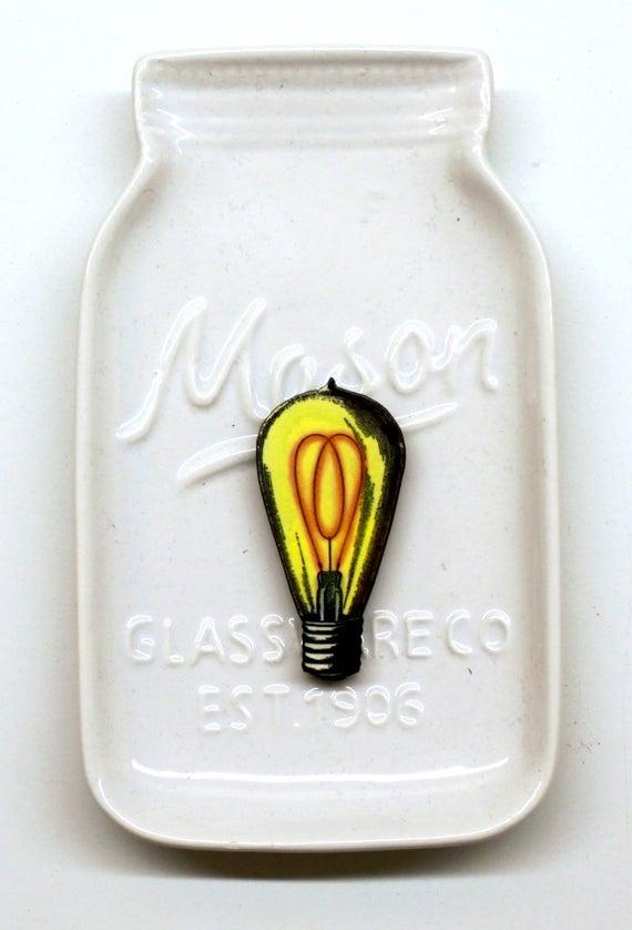 Vintage Light Bulb Needle Minder