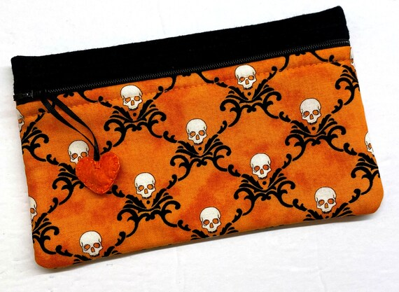 Side Kick Damask Skulls