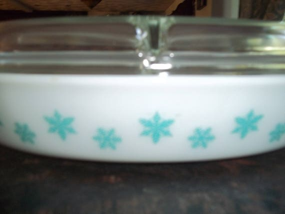 Turquoise Snowflakes Pyrex Divided 1 2 Quart Serving Dish