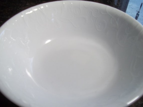 SHIPS FREE! SET OF 2 Bella Faenza Corelle Embossed White 1-Quart Serving Bowls