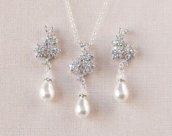 Crystal Pearl Bridal Earrings, Stud wedding earrings, Rose Gold Bridal Jewelry, Wedding jewellery, Swarovski, Bridesmaid, Piper Earrings