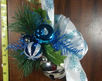 Jingle Bell Door Hanger, FREE SHIPPING, Floral Christmas Door Decoration with Gift Box