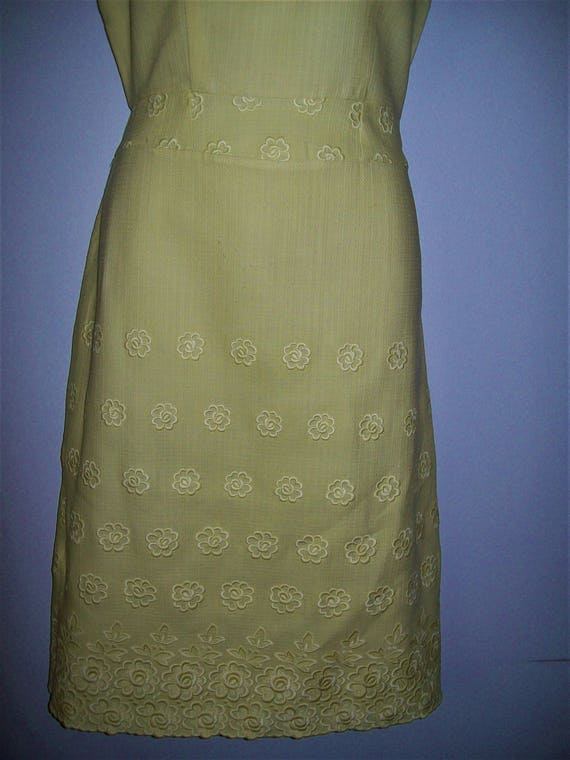 1950s 1960s Vintage Wiggle Yellow Embossed Floral… - image 3