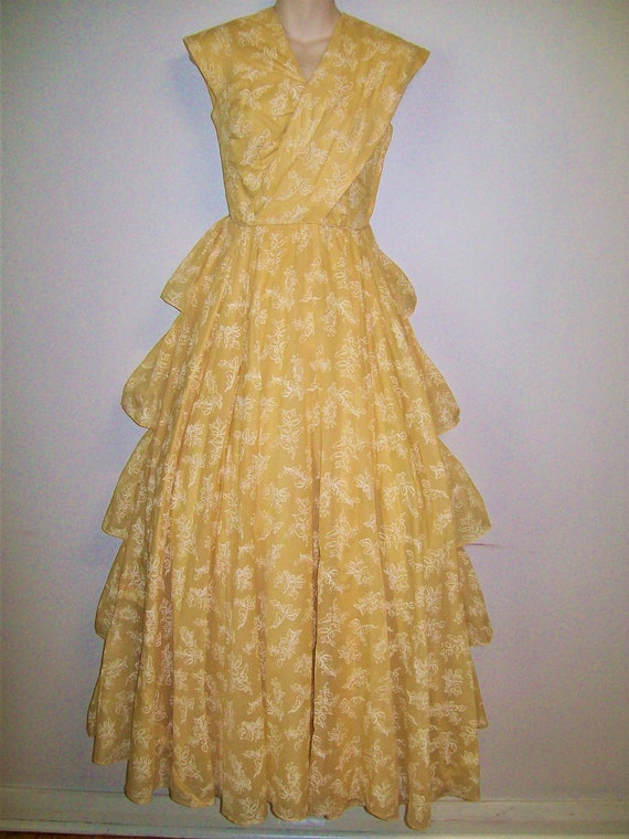 1950s Vintage Pale Yellow Ball Gown - W24