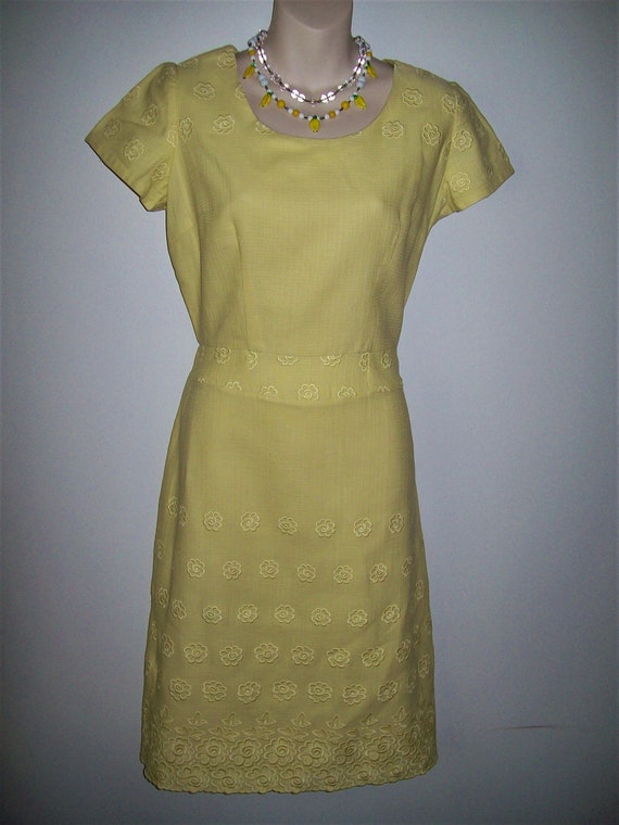 1950s 1960s Vintage Wiggle Yellow Embossed Floral… - image 1