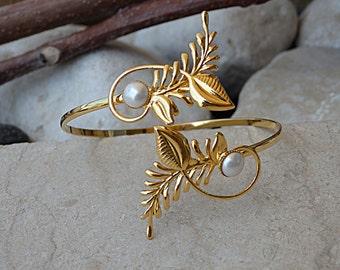 Bridal Wedding Bracelet, Swarovski Pearl Bracelet, Bridal Pearl Cuff, Bridesmaids Jewelry, Cuff Bracelet, Open cuff Bracelet, Pearl Bracelet