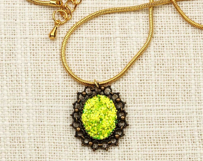 """Green Glitter Handcrafted Necklace 