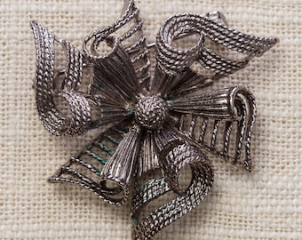 Pewter Abstract Bow Brooch Dark Silver Intricate Lisner Vintage Broach Pin 7YY