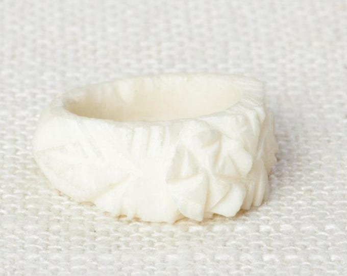 Ivory Colored Vintage Ring Plastic Carved Flowers Floral US Womens Sizes | Bin # 7D