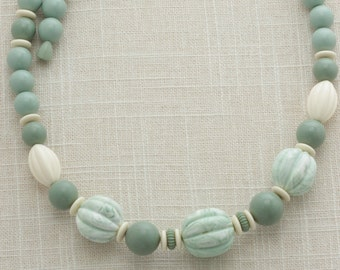 Green  Necklace Vintage Pastel 1970s 1960s Long Plastic Costume Jewelry 16C